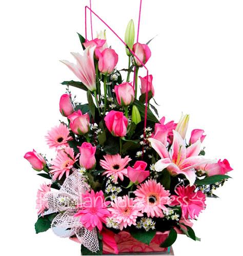 Arreglo Floral De Lirios Y Rosas Fusil