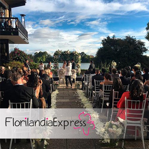 Imagen de Arreglos florales para iglesias Eventos Florilandia Express Floristerías Bogotá