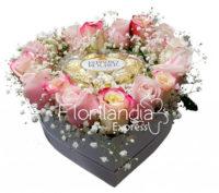 Imagen de Caja de rosas corazón y chocolates a domicilio en Colombia Floristería Florilandia Express Bogotá
