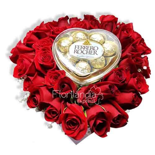 Imagen de Caja de rosas rojas corazón y chocolates a domicilio en Colombia Floristería Florilandia Express Bogotá