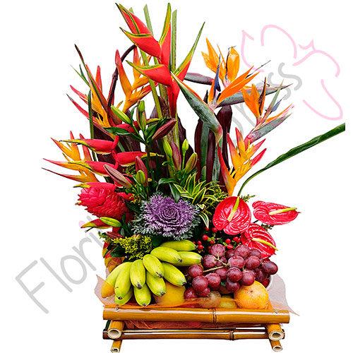 Imagen de Arreglo Floral Exótico India - canasta de frutas y flores en Floristería Florilandia Express