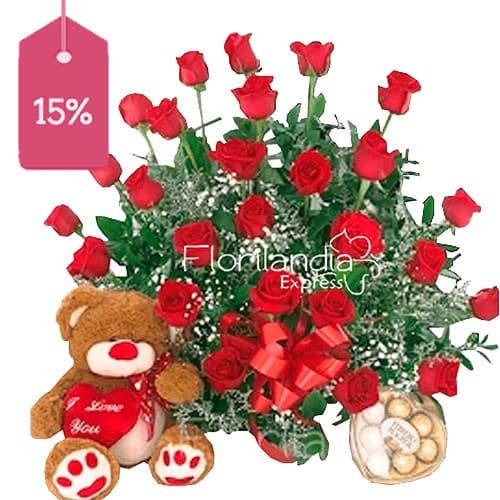 Hermoso arreglo de rosas a domicilio con peluche de oso y chocolates.