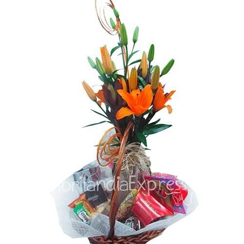 Imagen Canasta de Lirios y chocolates - Floristería a domicilio Florilandia