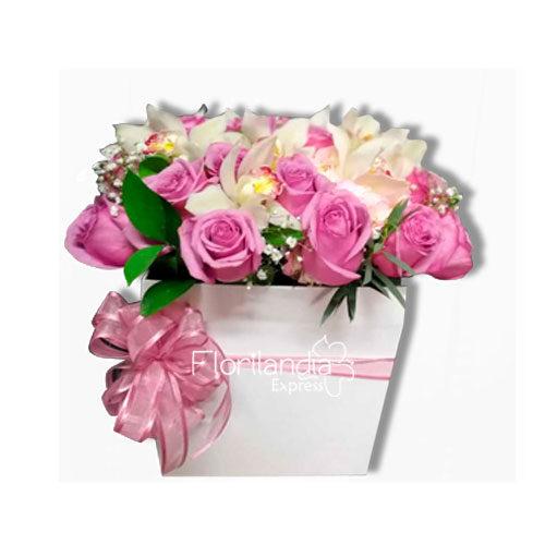 Imagen de Caja de flores luxury con rosas y orquídeas - Florilandia Express floristería Bogotá