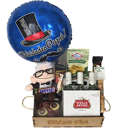 Regalo sorpresa del día del padre que contiene, six pack de cerveza, peluche, quesos, kabanos, platanitos, mani, habas. y globo metalizado.